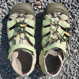 Keen Woman's Sandals Size 6